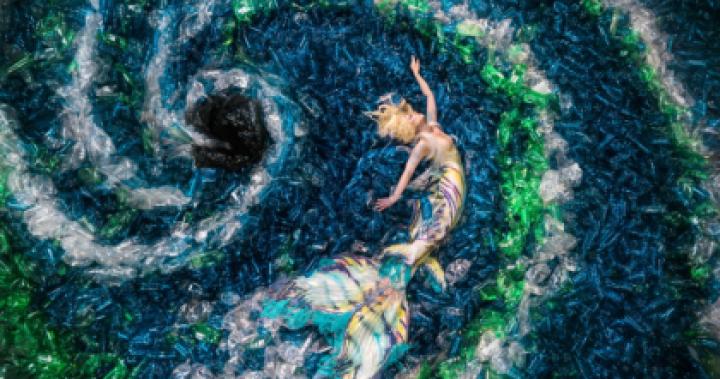 攝影師不拍美景,竟專拍垃圾照?藏在數萬個寶特瓶中的「人魚眼淚」 3DAY影像工作室